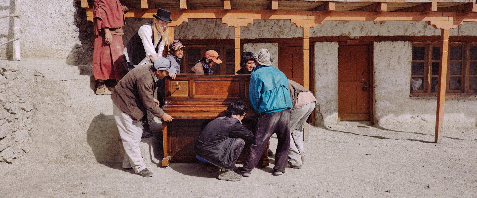 piano to zanskar vimff bkground